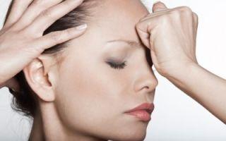 Сильная головная боль в области лба и висков и тошнота