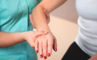 Ушиб пальца на руке: симптомы и как отличить от перелома