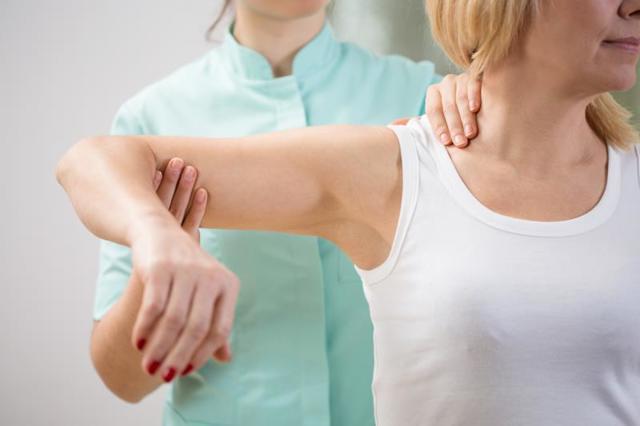Перелом плечевой кости со смещением: лечение, операция