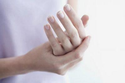 Немеет левая рука и нога одновременно: причины, лечение