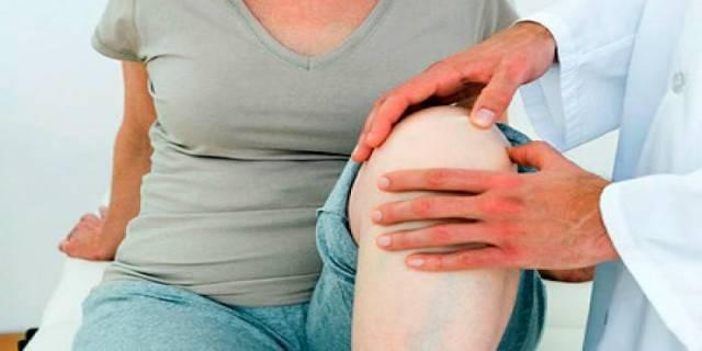 Хруст в колене и боль: болят при сгибании, сильная