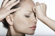 Что делать, если болит голова, а таблеток нет: сильно