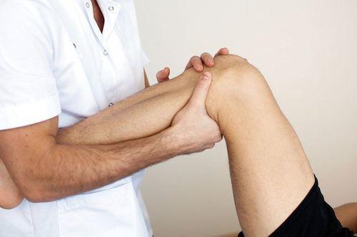 Как снять опухоль с ноги: после перелома, при сильном ушибе
