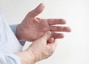 Немеет мизинец на левой руке: причина и что делать, онемел