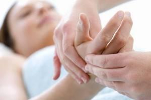 Немеют руки во сне: причина и что делать, как лечить