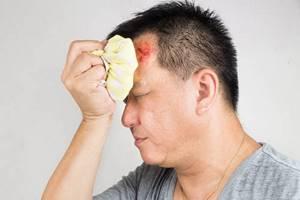 Первая помощь при ссадинах: ушибах, порезах, народные средства