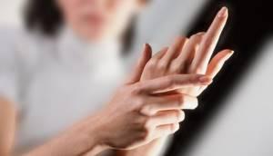Немеют пальцы правой руки: причина и что делать, лечение