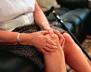Болит колено при сгибании и разгибании: ходьбе, боли, как лечить