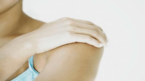 Боль в плечевом суставе правой руки: причины, сильная, ноющая