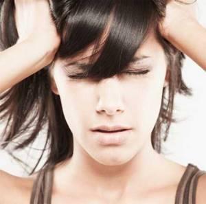 Немеет кожа головы: причины, почему, под волосами