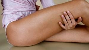 Немеет нога от бедра до колена: причины, лечение