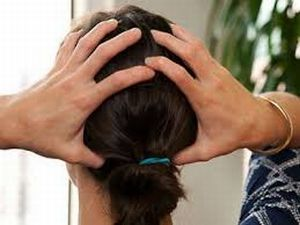 Немеет голова: причины, симптомы, онемела