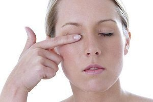Болит глаз при моргании и надавливании: когда моргаю, больно