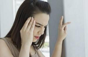 Болит голова над бровью: сильные головные боли
