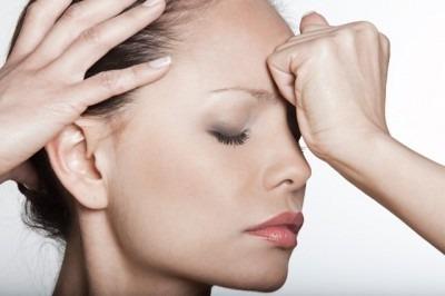 Почему болит голова в висках и тошнит