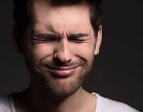 Болит правая сторона головы и отдает в глаз: почему, справа
