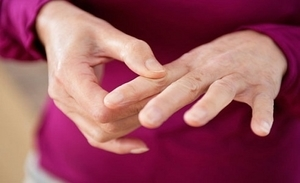 Немеет правая рука от плеча до пальцев: причины, что делать