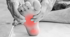 Боль в пятке при ходьбе: причины, по утрам, после сна, лечение