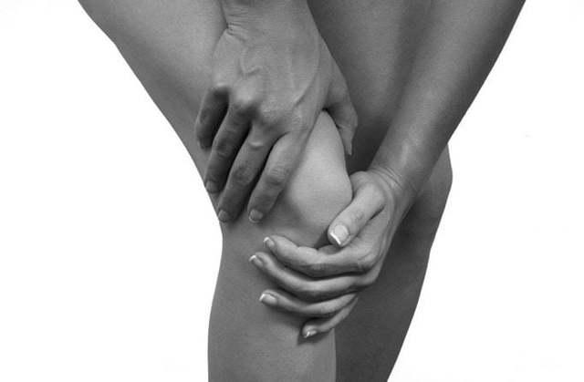 Хруст в коленях при сгибании и разгибании: лечение, причины