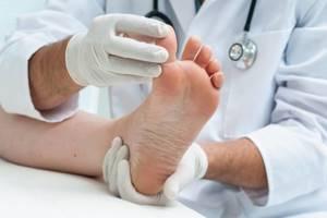 Ушиб ноги: лечение в домашних условиях, симптомы, помощь