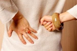 Болит почка с правой стороны: симптомы, лечение в домашних условиях