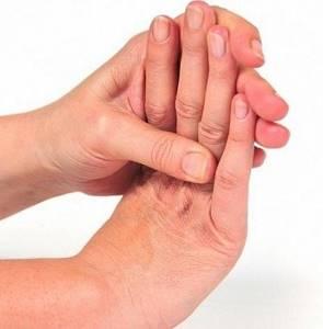 Немеет правая рука кисть и пальцы: причины, что делать в домашних условиях