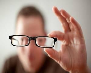 Почему болит голова в лобной части и давит на глаза: головная боль