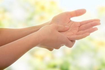 Почему немеет большой палец на правой руке