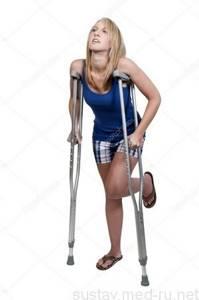Как правильно ходить на костылях при переломе лодыжки: с одним костылем