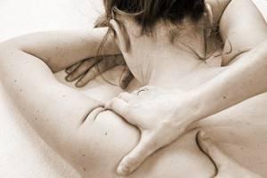 Боль в шейном отделе позвоночника отдает в голову чем лечить