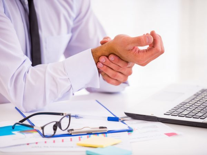 Почему немеют пальцы на левой ноге: причина и лечение