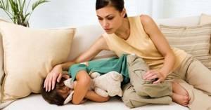 У ребенка болит голова в области лба: жалуется на головную боль