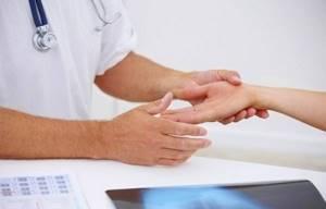 Болит сустав указательного пальца правой руки: боль, артрит