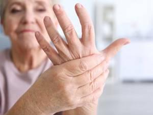 Немеют кончики пальцев на левой руке: причина и что делать