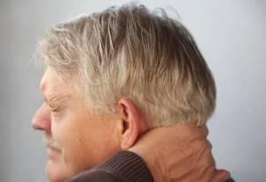 Немеет затылок головы: причины, от чего, когда лежишь