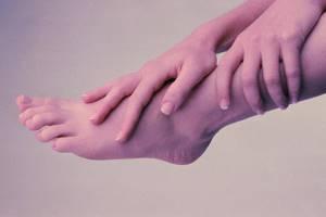 Немеет нога от колена до ступни: причина и лечение, почему