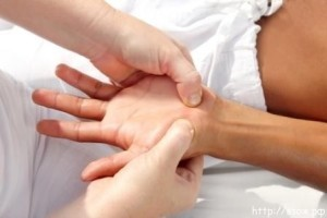 Немеют кисти рук: причины и что делать, лечение, почему