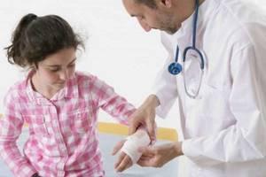 Вывих кисти руки: симптомы, у ребенка, что делать