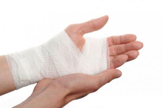 Ушиб кисти руки при ударе: лечение в домашних условиях, симптомы