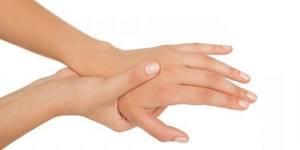 Почему немеют пальцы рук: причина и что делать, от чего